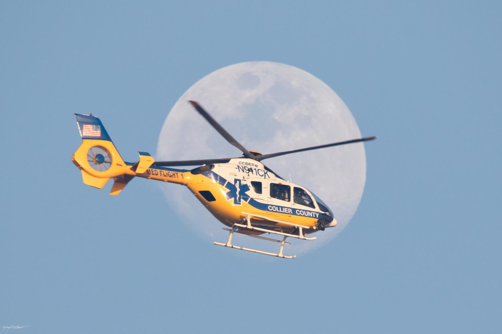 MedFlight_moon